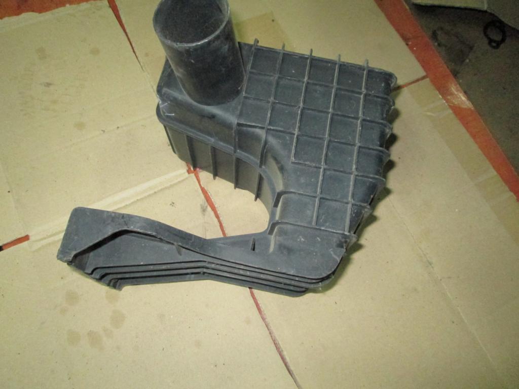 Корпус резонатор воздуха Mazda 6 USA 3.0 02-08