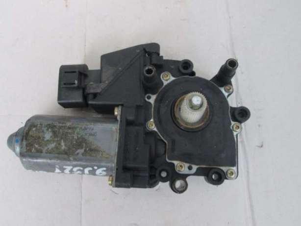 Моторчик стеклоподъемника Audi A8 S8 94-02 передн