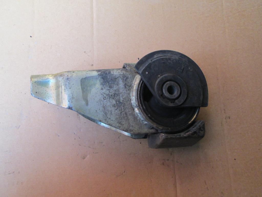 Подушка двигателя опора Mazda Demio 96-03 правая
