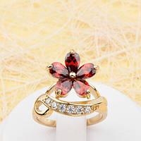 002-1798 - Чудесное позолоченное кольцо Цветок с красными и прозрачными фианитами, 16.5, 17.5 р.