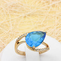002-1810 - Замечательное позолоченное кольцо с ярко-голубым и прозрачными фианитами, 17.5 р.