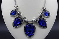 Модное колье с синими камнями