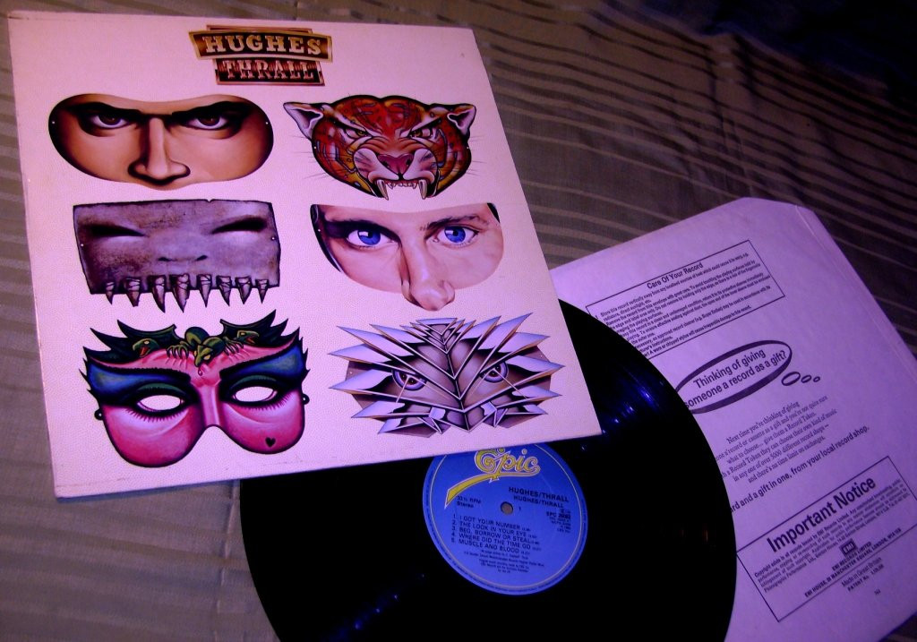 HUGES / THRALL   1982    Epic  UK    NM / NM