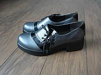 Туфли женские кожаные серебристого цвета на не высоком каблуке