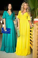 Длинное шифоновое платье с глубоким вырезом декольте, рукавом-фонарик и воланом по низу юбки