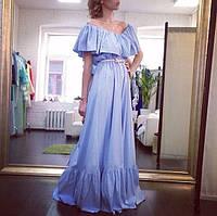 Длинное платье в пол с оборками по низу юбки и вырезу горловины