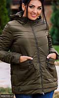 Стильная женская куртка прямого фасона на молнии с капюшоном и накладными капманами холлофайбер батал