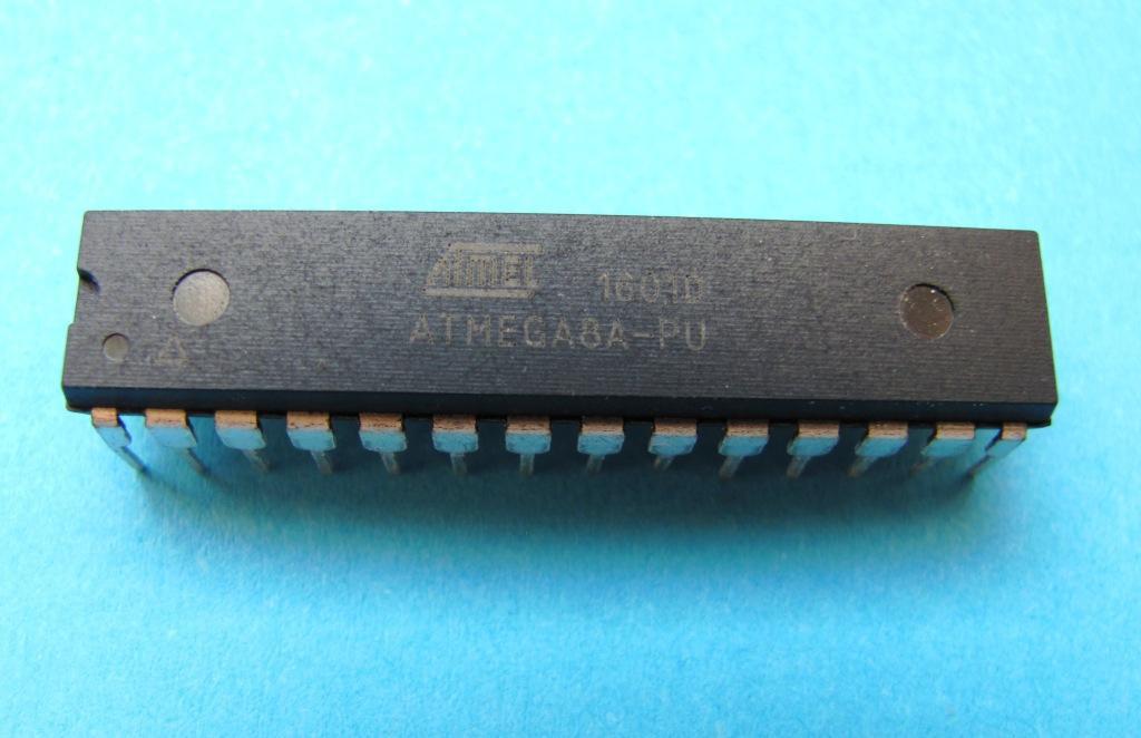 Мікроконтролер AVR ATMEGA8A-PU DIP28