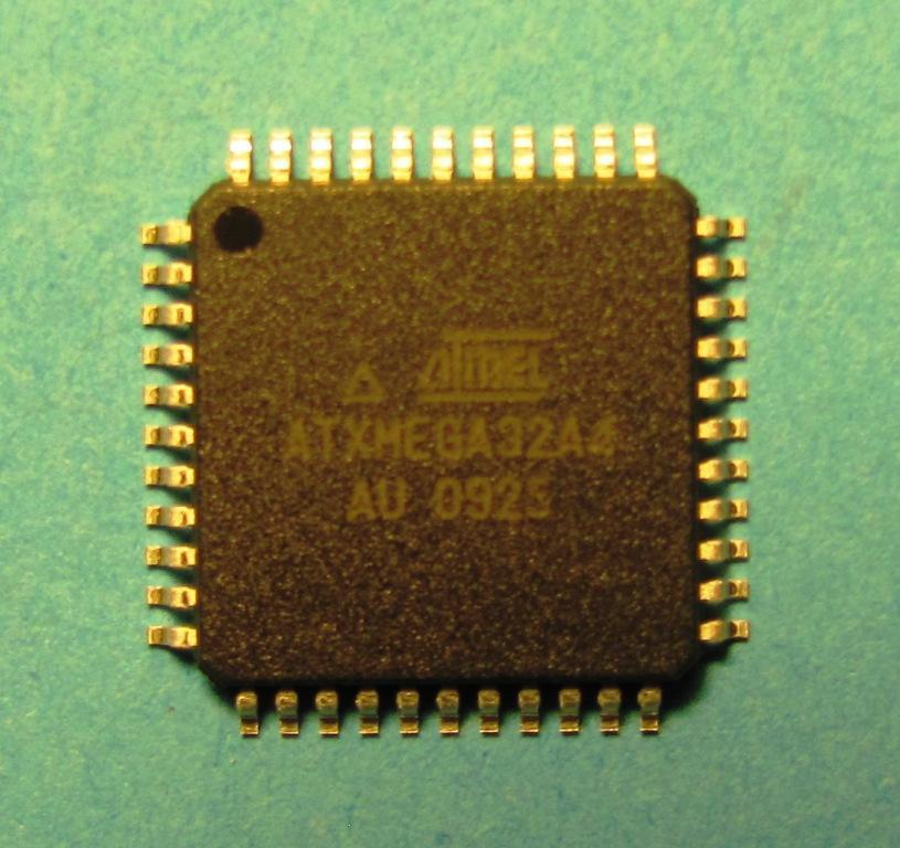 Мікроконтролер ATxmega32A4-AU, серія ATXMEGA TQFP4