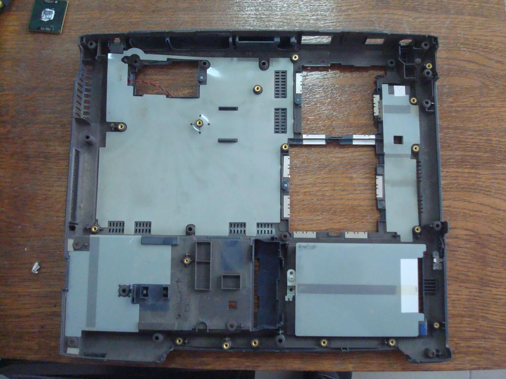Нижняя часть корпуса ноутбука toshiba s1410-814