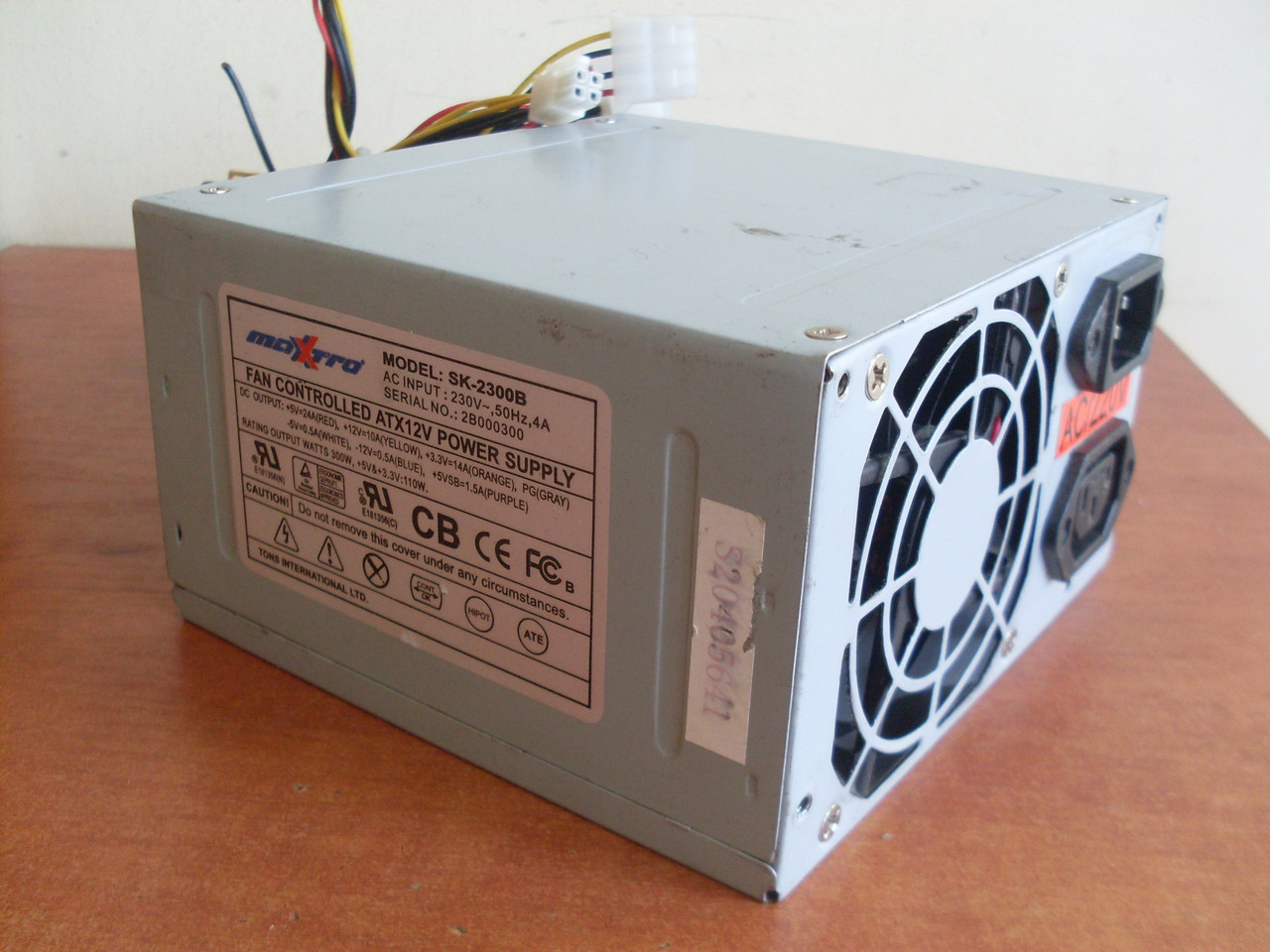 Блок живлення (питания) Maxtro 300W 20+4 SATA