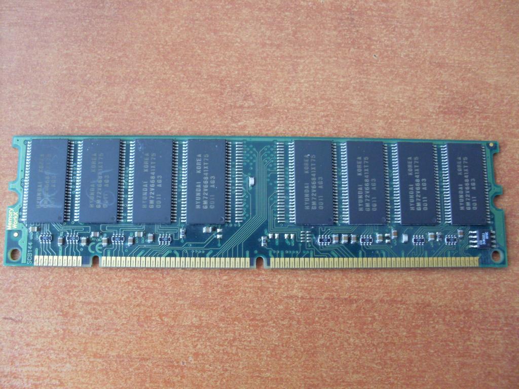 Память SD-RAM 64Mb