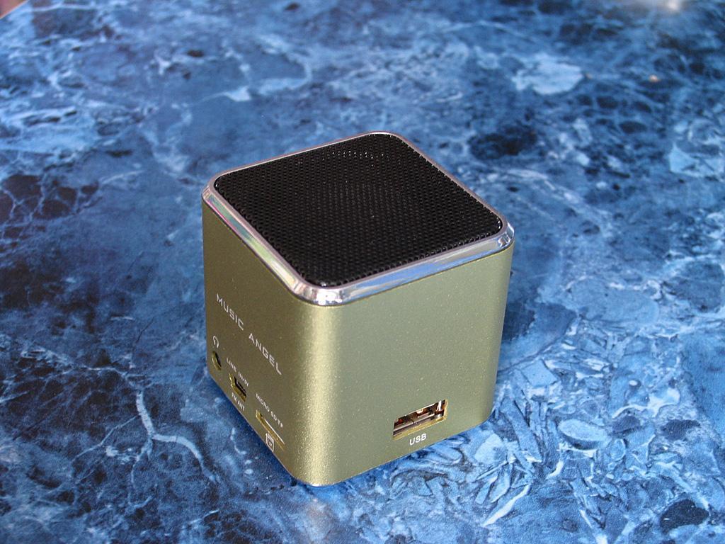 Алюминиевый mp3 плеер с fm радио и аккумулятором