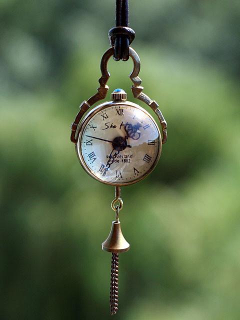 Механические ретро часы на кожаном шнурке SALE