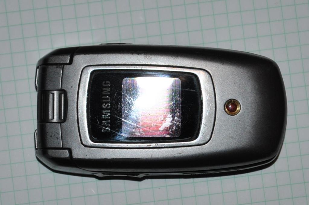 Samsung ZV40 залочен под оператора
