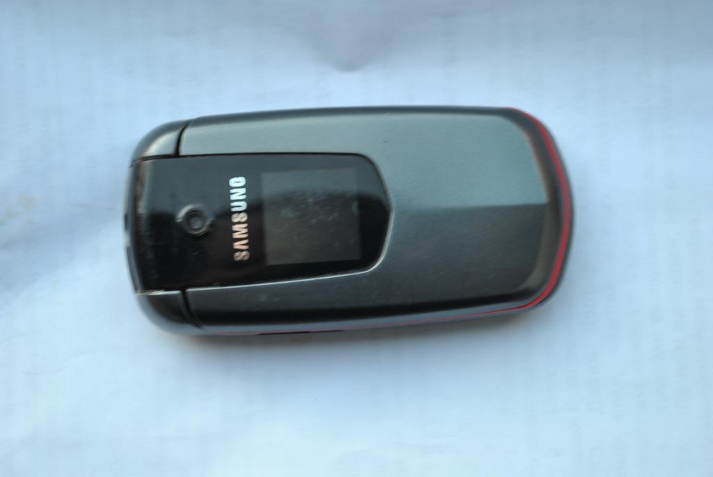 Samsung E2210B проблемный
