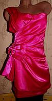 Атласное нарядное платье 44р с бантом
