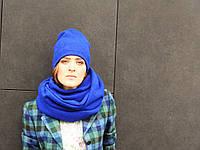 Яркая дизайнерская шапка синего цвета из шерсти