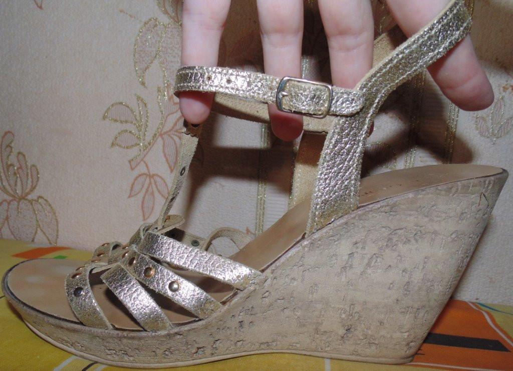Модные фирменные золотые босоножки.Кожа!40-41р
