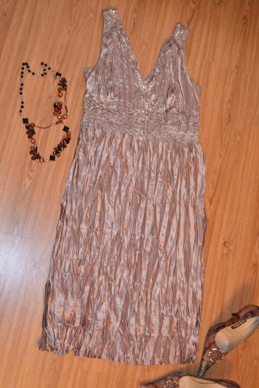 Краcивое нарядное золотое атласное платье - жатка