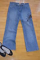 Стильные джинсы с вышивкой.