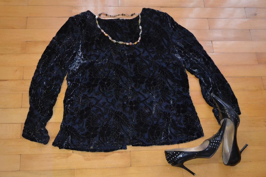 Красивая черно-синяя бархатная кофта - блуза.
