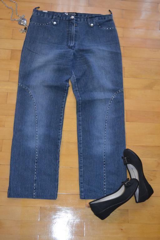 Стильные джинсы.