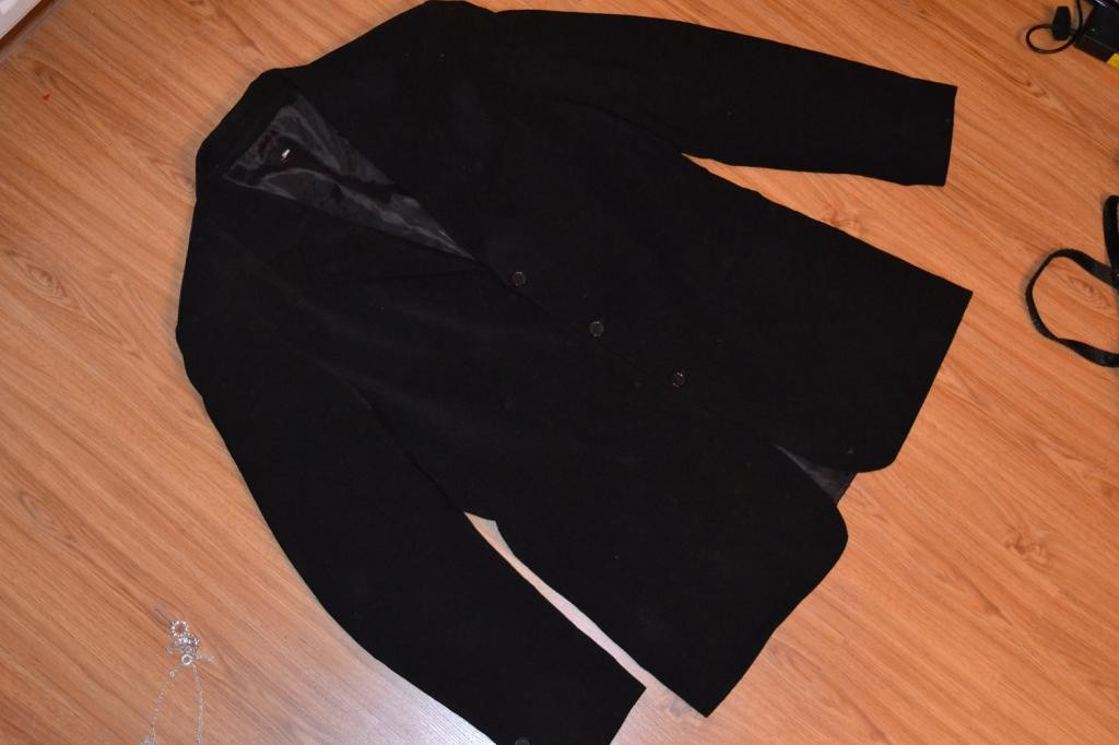 Черный пиджак.