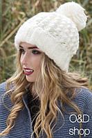 Женская стильная вязанная шапка с бубоном