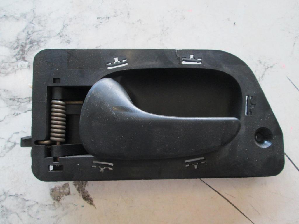 Ручка двери левая Renault Laguna 93-00 7700823286
