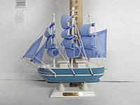 Сувенир настольный корабль дерево