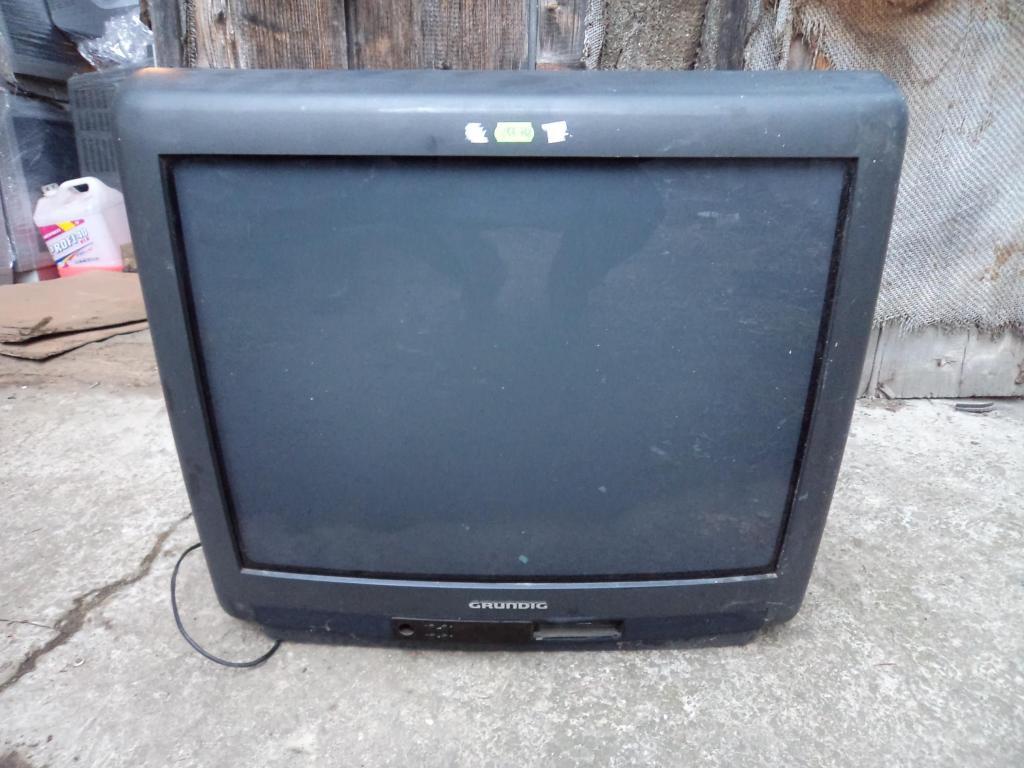 Телевзор Grundig дагональ 63 см, 100 Герц