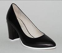 Туфли кожаные на устойчивом каблуке, черные