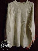 Белый мужской свитер 50 р