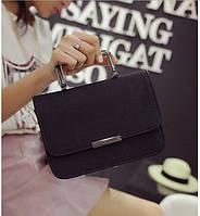 Сумка женская черная с металлической ручкой и на цепочке