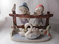 Фарфоровая статуэтка Винтаж Дети с Лебедем