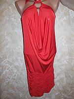 Шикарное модное яркое платье с перчатками.