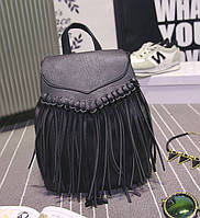 Стильный женский кожаный рюкзак с бахромой.