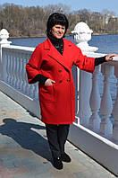Женское пальто на пуговицах