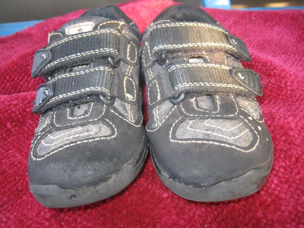 Кросівки 25 розміру