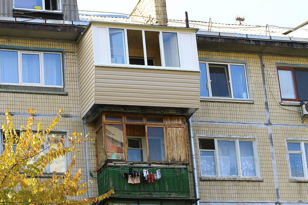 Отделка балкона в хрущевке на последнем этаже..