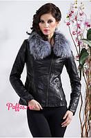 Короткая куртка с меховым воротником, на косой молнии