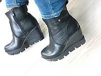 Ботинки чёрные на танкетке и тракторной подошве
