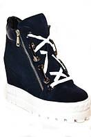 Осенние женские ботинки сникерсы из натуральной замши синего цвета.