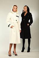 Кашемировое пальто приталенного силуэта с капюшоном и ремешками на рукавах и полочках