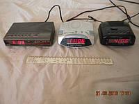 Часы електронные с будильником и AM FM радио.