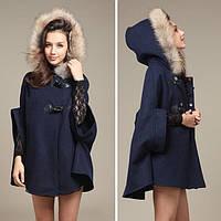 Кашемировое пальто свободного кроя с меховой отделкой на капюшоне