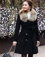 Пальто с меховым воротником и декором на рукавах