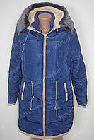 Теплая зимняя женская куртка на замке с капюшоном и воротником батал темно синяя