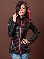 Черная курточка с красной молнией